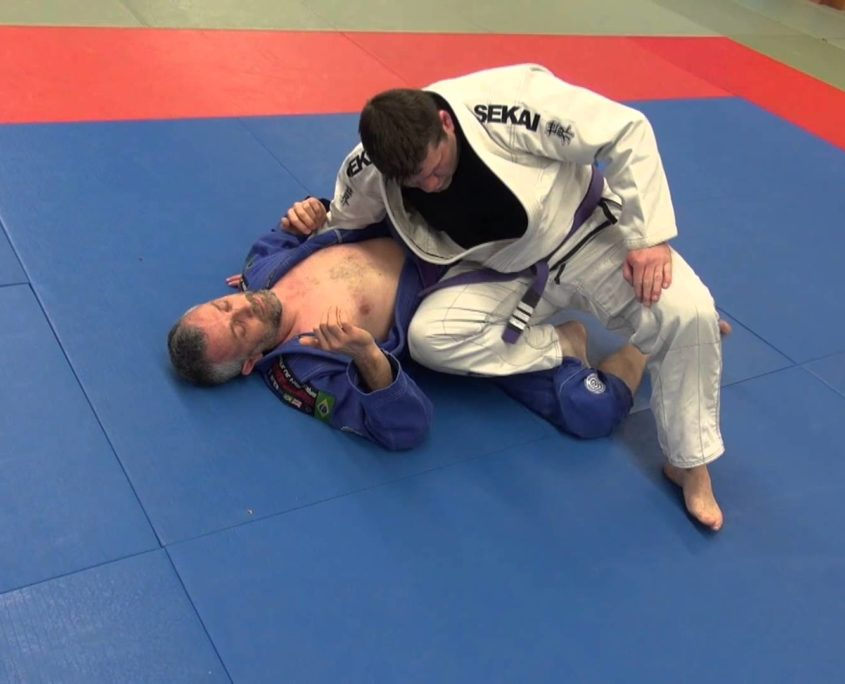 knee cutting guard pass